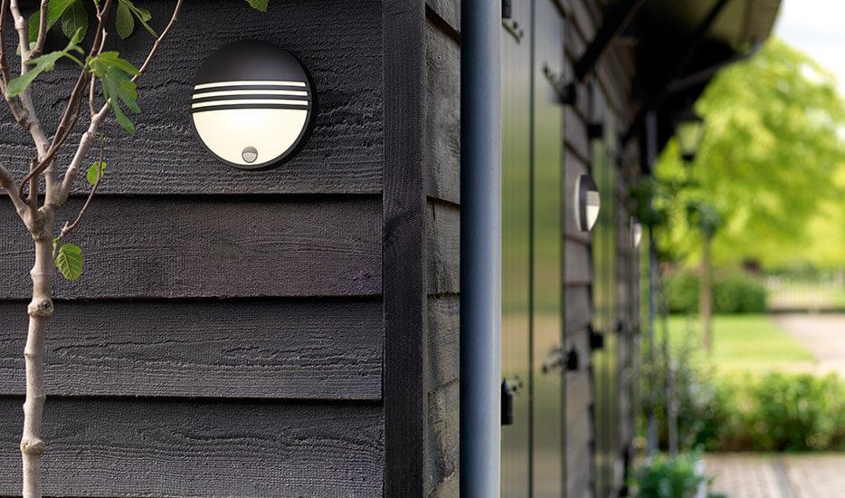 Philips Yarrow LED-Außenwandleuchte mit Sensor (7531793)