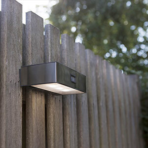 Solarbetriebene LED-Sensor-Aussenwandleuchte Brick