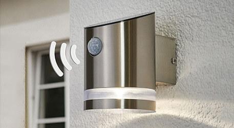 Edelstahl-Solarwandlampe Romina mit LED