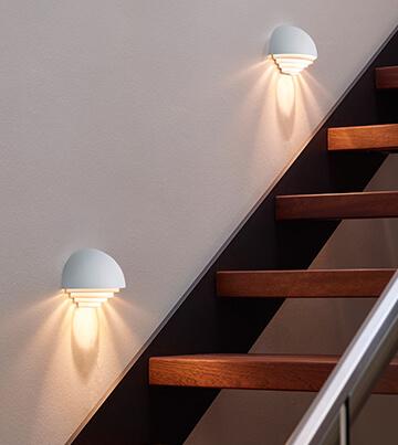 Stufen In Den Eigenen Vier Wänden Sicher Und Stilvoll Beleuchten. Bei Der  Treppenbeleuchtung ...