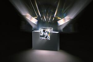 Weiße Wandlampe Madison mit Kristall